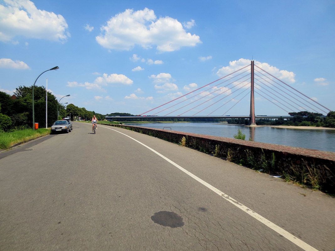 Fleher Damm mit Fleher Brücke