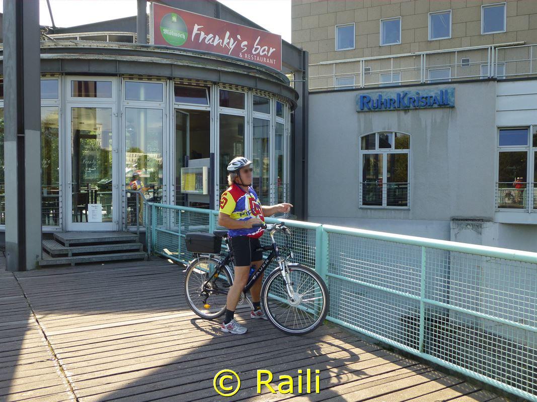 Radfahrer vor Ruhrkristall